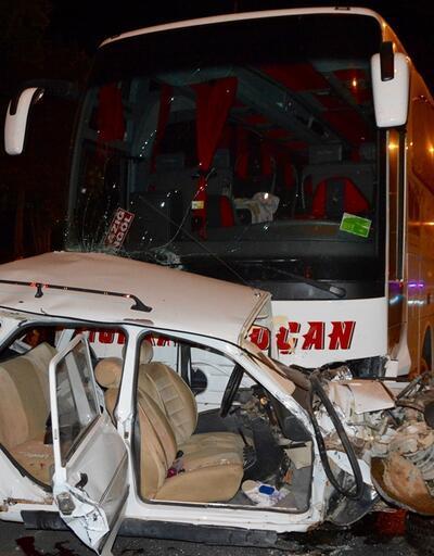 Kırşehir'de otomobille otobüs çarpıştı: 3 ölü