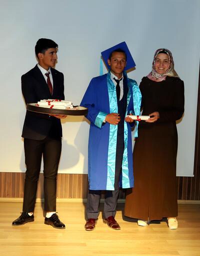 Kayıp lise birincisinin mezuniyet töreni görüntüleri ortaya çıktı