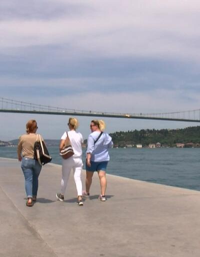 İstanbul'da hava ısınmaya başladı. Sıcaktan bunalanlar sahillere akın etti.