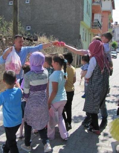 Hisarcık'ta çocuklara bayram şekeri dağıtma geleneği