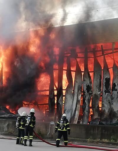 Gebze'de depo alev alev yandı
