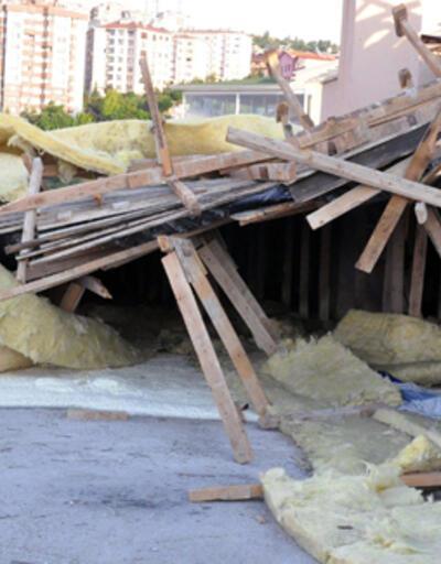 Ankara'da şiddetli rüzgar bir apartmanın çatısını uçurdu
