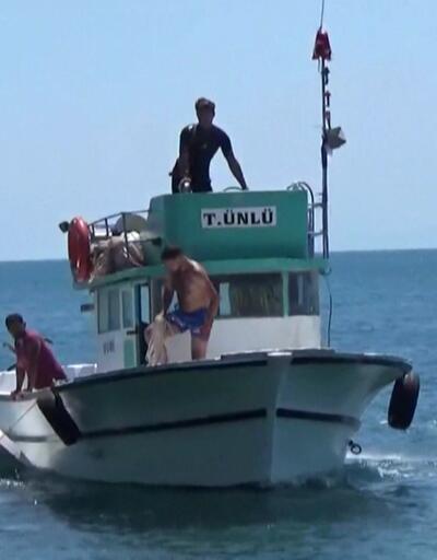 Alabora olan kayıktaki aile kıyıya yüzerek çıktı