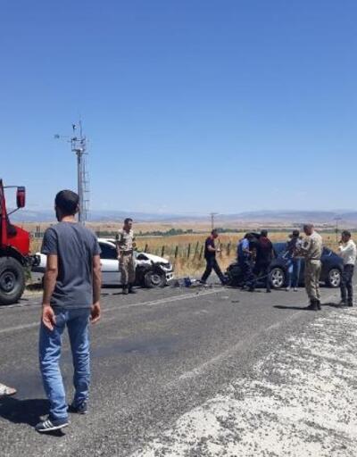 Bingöl'de otomobiller kafa kafaya çarpıştı: 7 yaralı