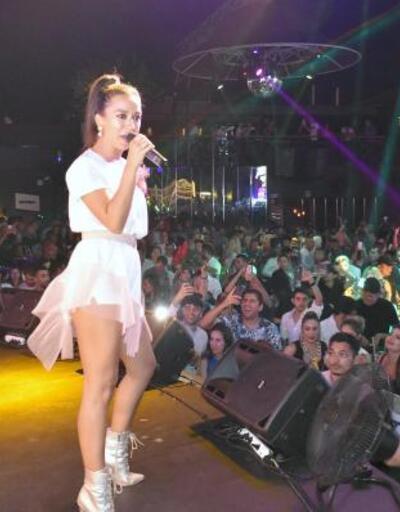 Tuğba Yurt, Marmaris'te konser verdi