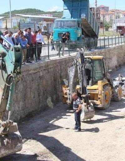 Bucak'ta dereler temizleniyor