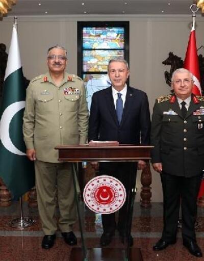 Millî Savunma Bakanı Akar'a, Pakistan Genelkurmay Başkanı Orgeneral Hayat'tan ziyaret