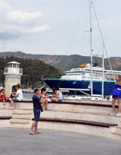 Marmaris'e gemiyle İspanyol turistler geldi