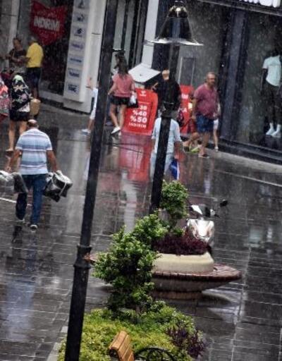 Marmaris'te yağmur hazırlıksız yakaladı