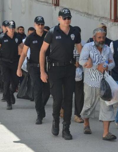 Adana'da DEAŞ haraç çetesi şüphelisi 17 kişi adliyede