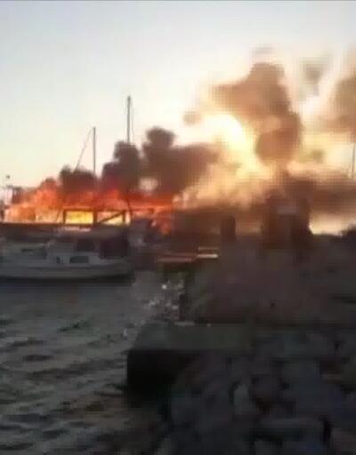 İzmir'de 4 tekne alev alev yandı