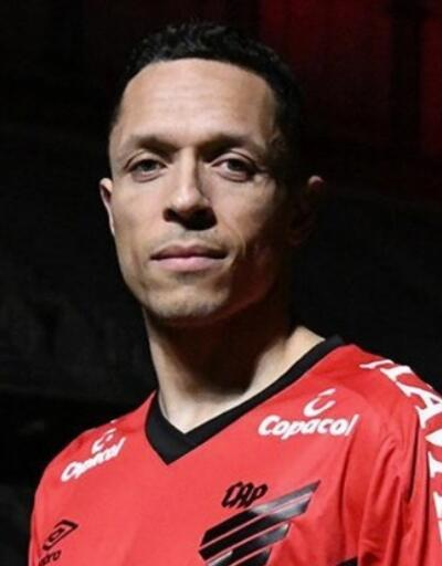 Adriano Brezilya'ya döndü