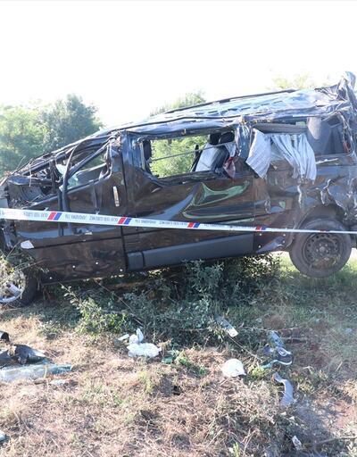 Cenazeden dönenleri taşıyan minibüs takla attı: 1 ölü, 10 yaralı