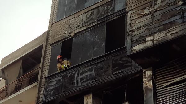 Bursa'nın Orhangazi ilçesinde bir alışveriş merkezinin kliması patladı. 80 dairenin bulunduğu sitede 20 dairelik blokun büyük kısmı kullanılmaz hale geldi. ile ilgili görsel sonucu