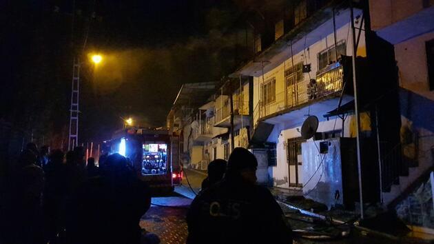 Adana'daki yazlık bilinmeyen nedenle yandı