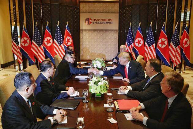 Singapur'da tarihi zirve: Trump ve Kim Jong-un imzayı attı