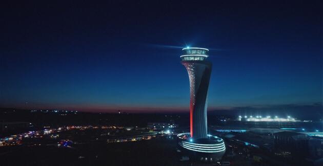 3'üncü Havalimanı'nın kulesi ışık saçtı