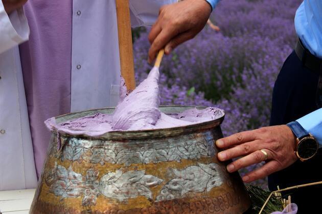 Osmanlı'ya ait bu lezzeti tatmak isteyenler metrelerce kuyruğa girdi