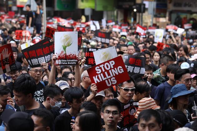 Hong Kong'daki protestolara 2 milyon kişi katıldı