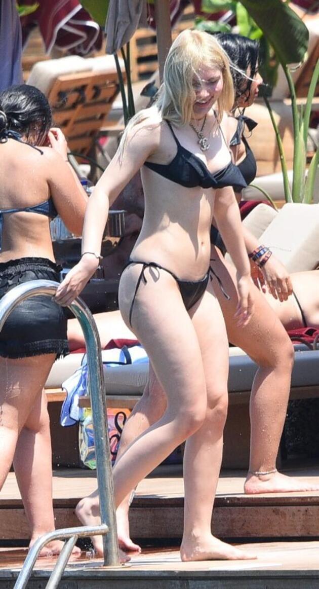 Aleyna Tilki cesur bikinisi ile dikkat çekti