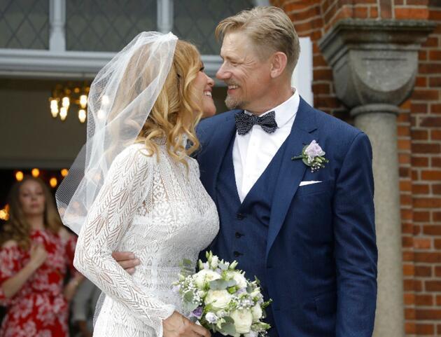 Peter Schmeichel eski Playboy güzeli ile evlendi