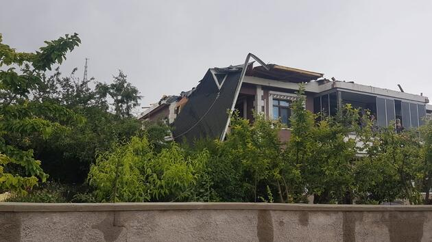 Ankara'da şiddetli rüzgar çatıları uçurdu
