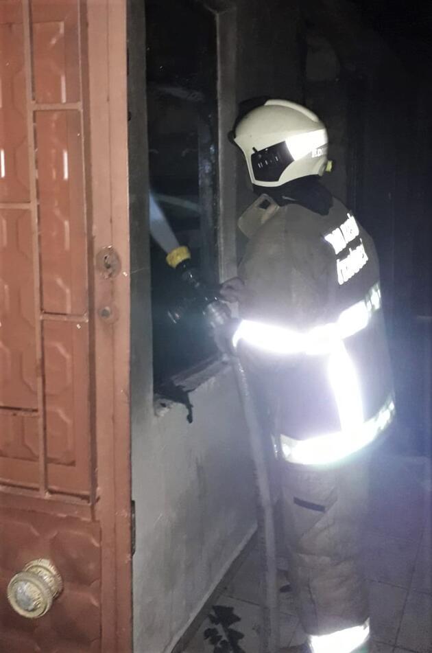 Amcasını kilitlediği evi ateşe verdi