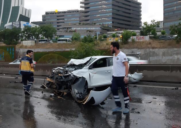 Maltepe'de zincirleme trafik kazası: Yaralılar var