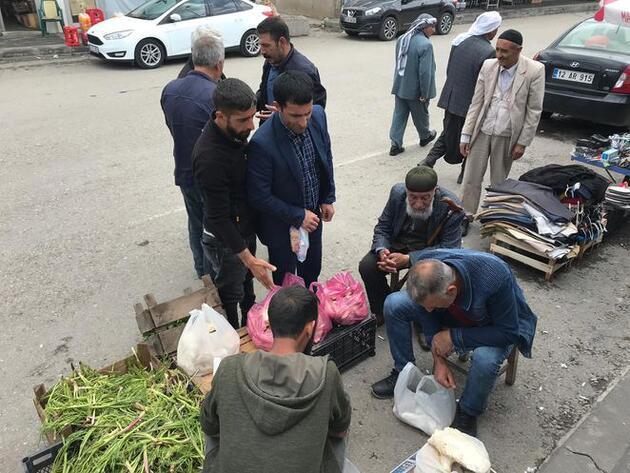 20 kilometre yol katedilerek toplanan mantar 70 liradan satılıyor