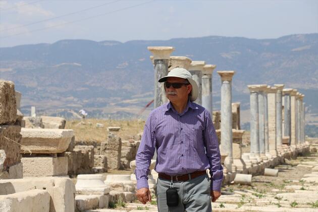 Antik stada giden tarihi yol gün ışığına çıkarılıyor