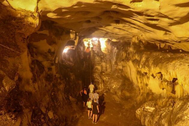 5 milyon yıllık mağara ziyaretçi akınına uğruyor