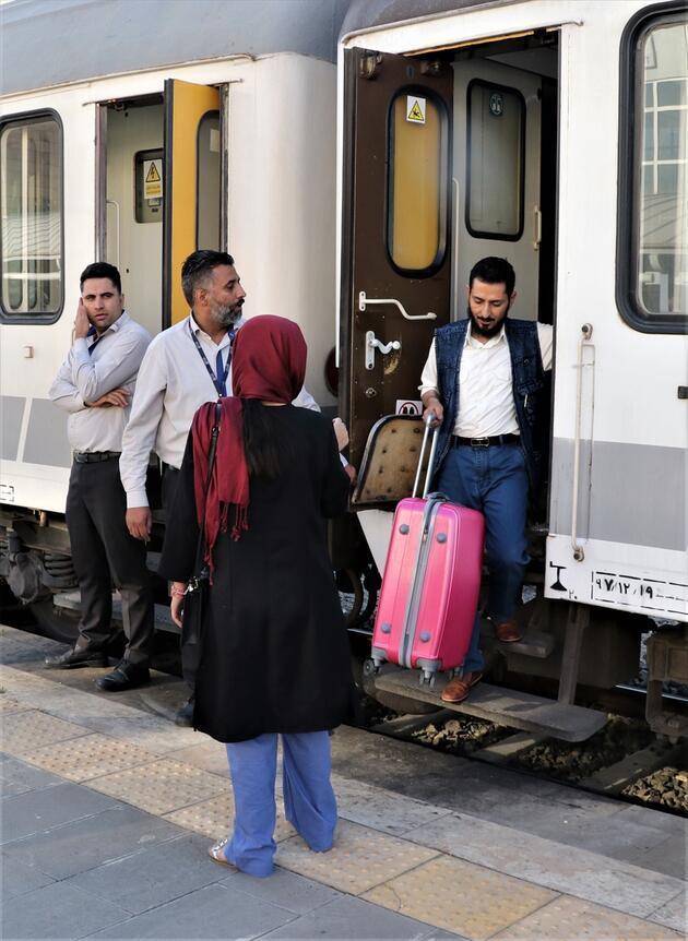 Tahran-Van treninin ilk yolcuları Van'a ulaştı