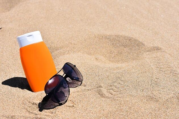 Kokusuz ve parfümsüz güneş kremi kullanın