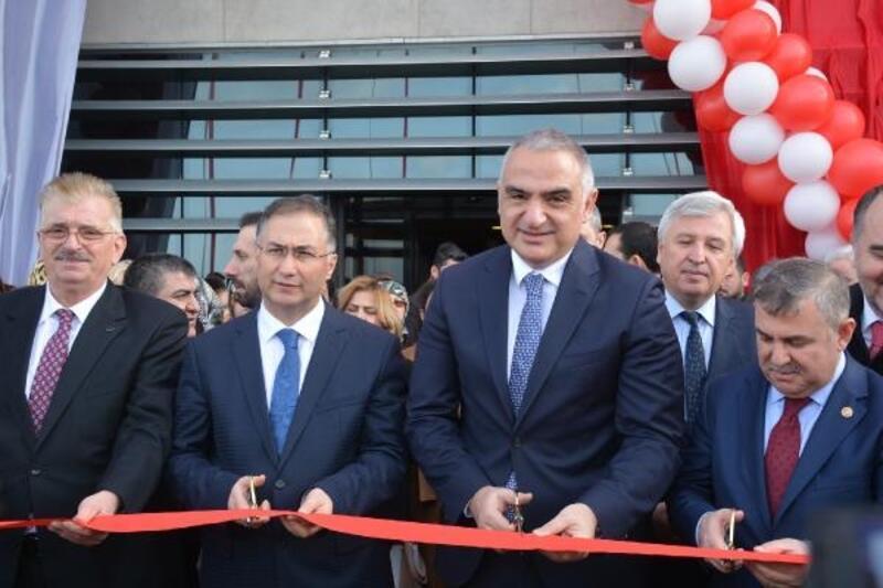 Bakan Ersoy kültür merkezi açılışı yaptı