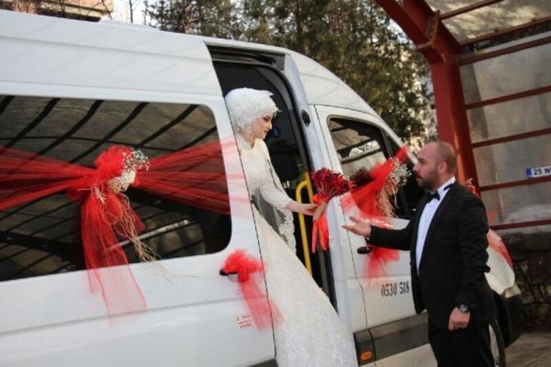 Aşklarının başladığı minibüsü gelin arabası yaptılar