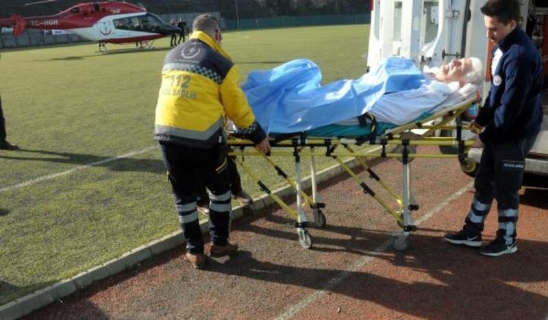 Hasta, ambulans helikopterle stadyumdan alındı