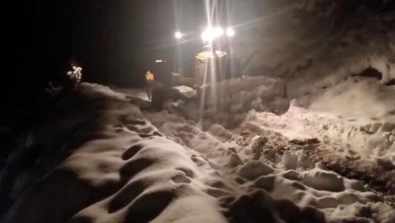 Minik Gizem, karla kaplı yollar 8 saatte açılarak hastaneye ulaştırıldı