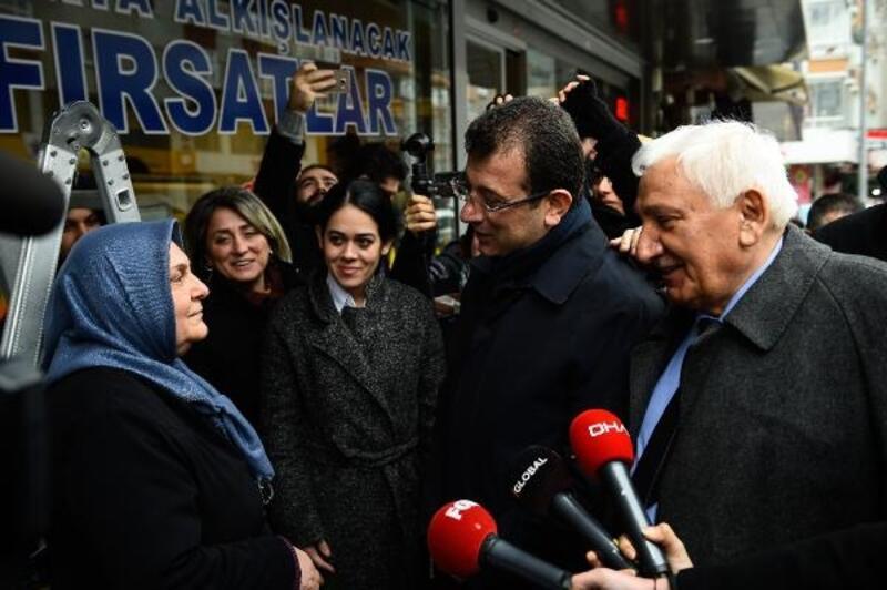 İmamoğlu'ndan AK Parti standına ziyaret