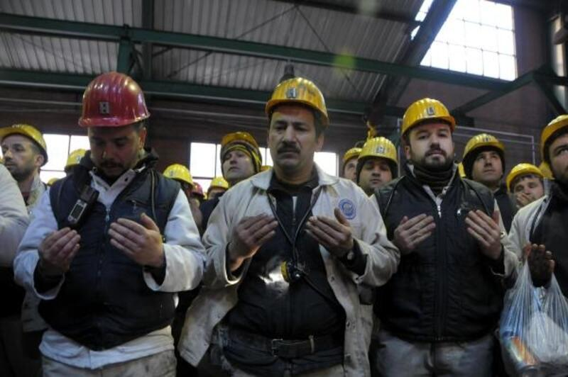 27 yıl önce ölen 263 madenci maden ocağı önünde anıldı