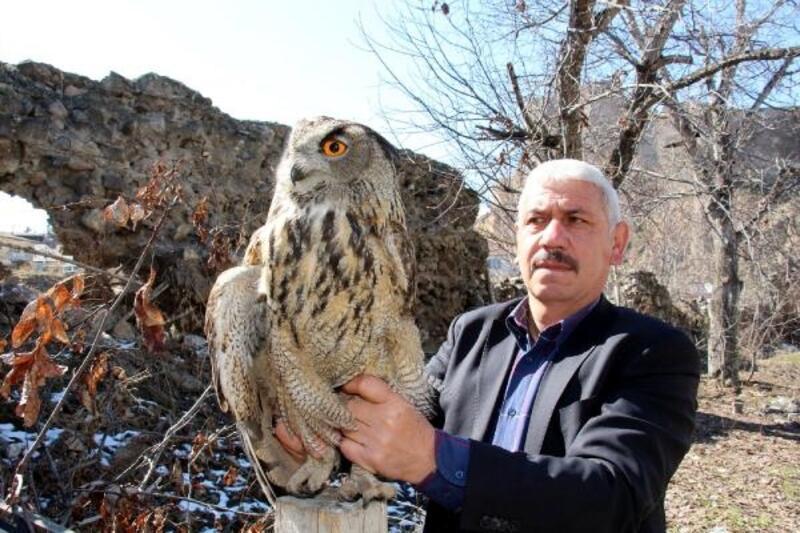 Bitkin puhu kuşunu 3 gün besleyip, görevlilere teslim etti