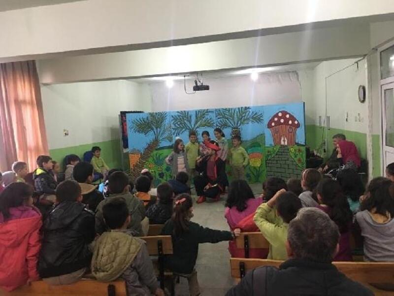 Miniklere 'Hacivat ve Karagöz ormanları koruyor' tiyatrosu