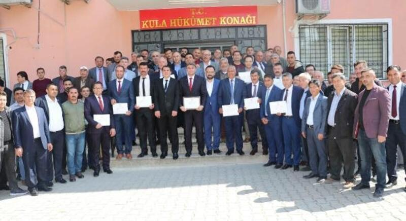 Kula Belediye Başkanı Hüseyin Tosun, mazbatasını aldı