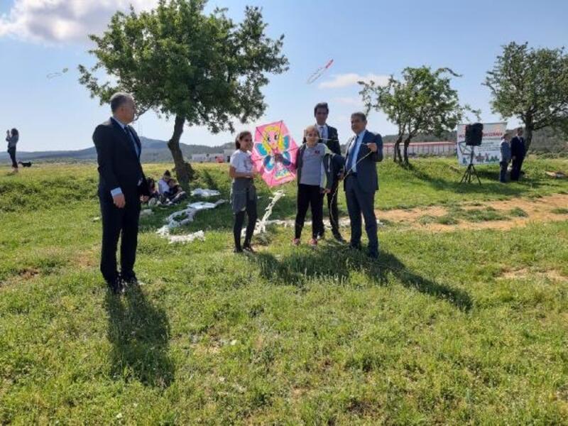 Keşan'da öğrenciler 'uçurtma şenliği'nde buluştu
