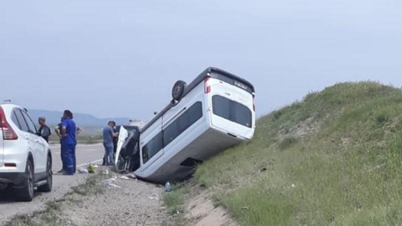 Kırıkkale'de minibüs devrildi: 8 yaralı