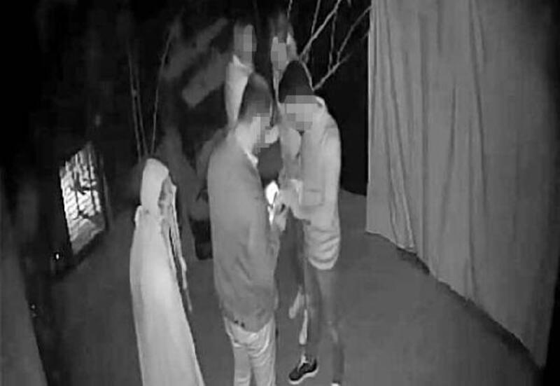 Korku evi çalışanı, müşteriyi korkutmak isterken yaralandı