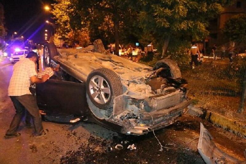 Otomobil orta refüje çarpıp takla attı: 1 yaralı