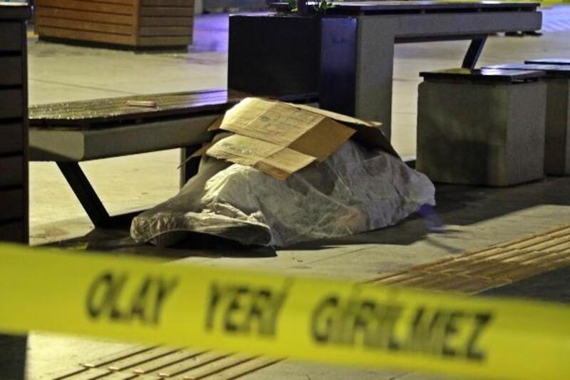 Oturduğu bankta fenalaşıp, öldü