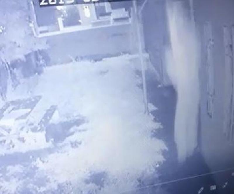 Ev sahibini gören hırsızlık şüphelisi, kendisini balkondan attı