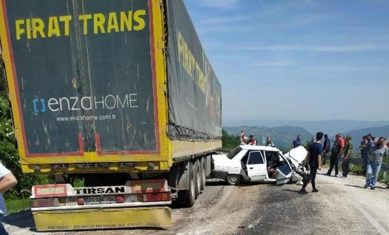 Bursa'da TIR ile otomobil çarpıştı: 2 yaralı
