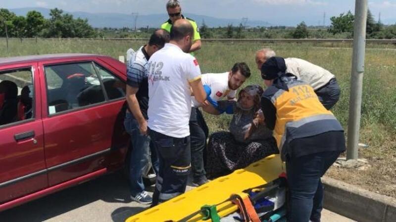 Bursa'da anne ile oğlu kazada yaralandı